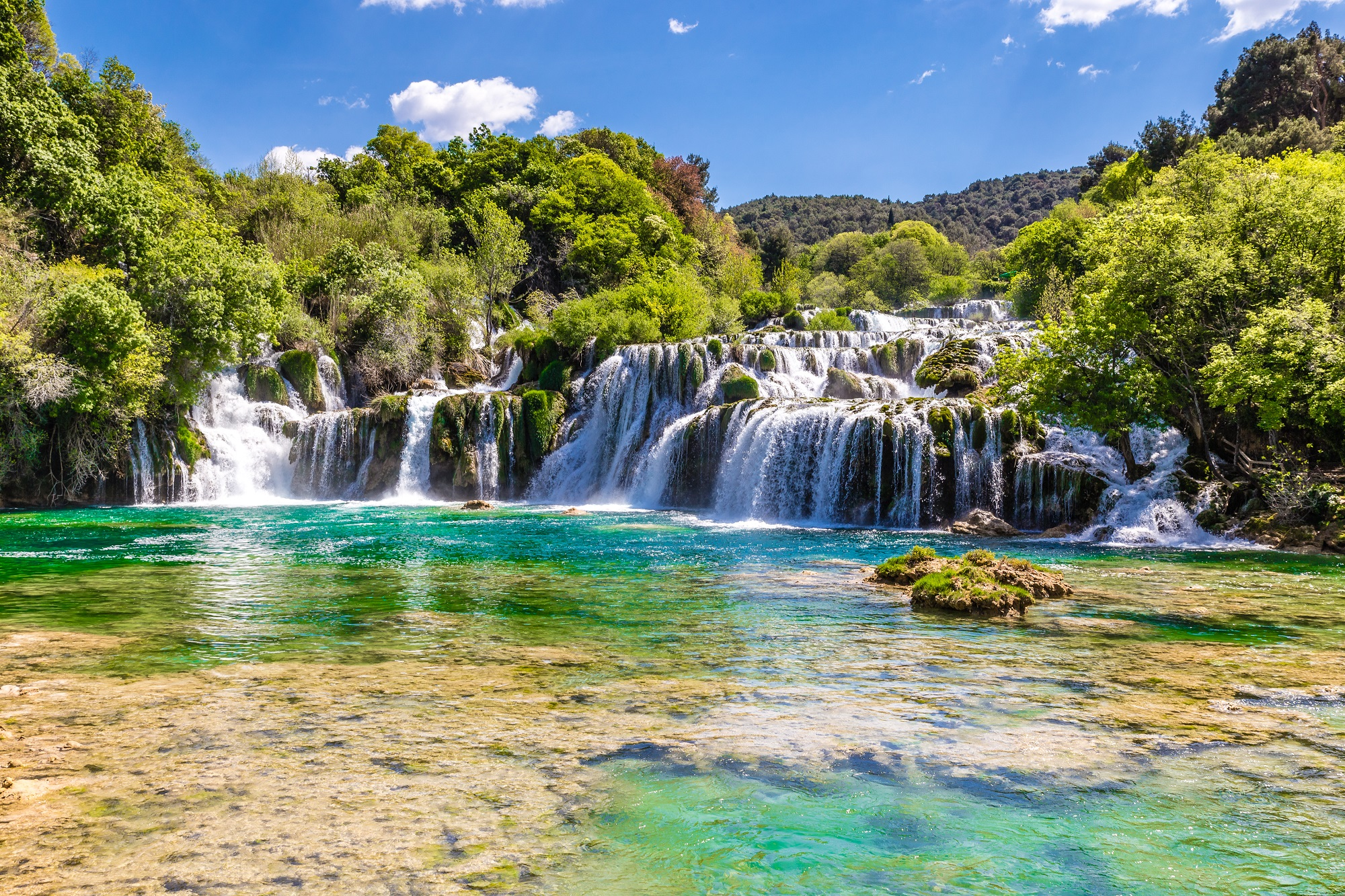 beautiful-skradinski-buk-waterfall-in-krka-national-park-dalmatia-croatia-europe_shutterstock_400464775