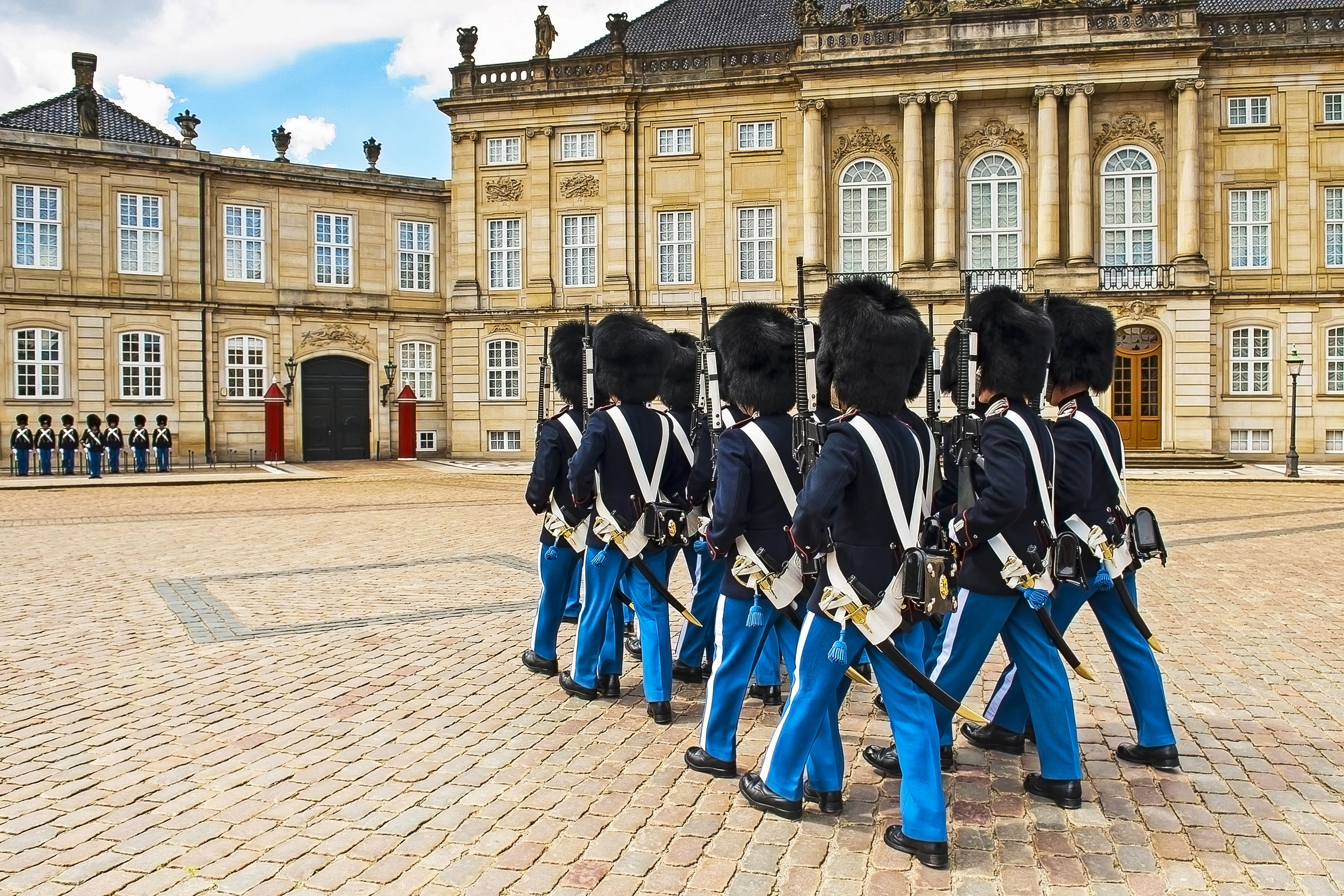 royal-guard-in-amalienborg-castle-in-copenhagen-in-denmark-shutterstock_203100286-2