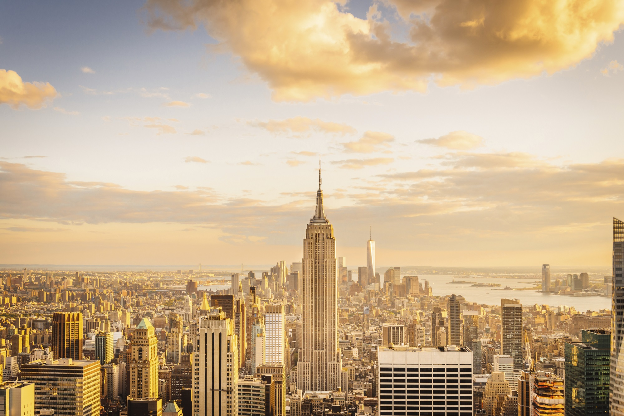 von-new-york-city-skyline-midtown-und-empire-state-building-istock_000068418081_large