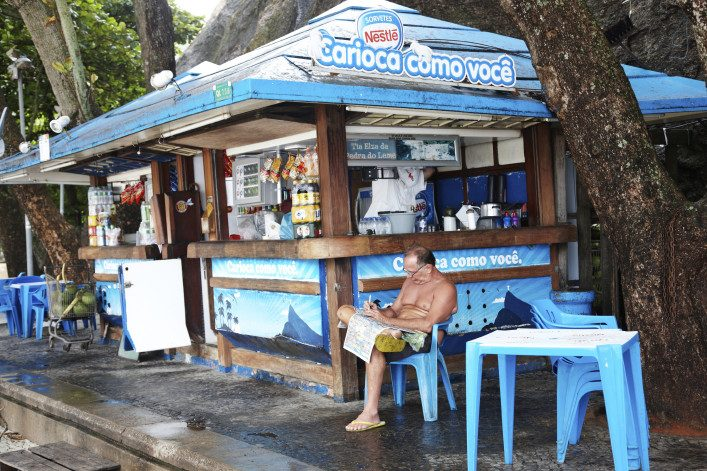 refreshment-kiosk-on-copacabana-beach-man-reading-istock_000023856321_large-editorial-only-tirc83-707×471 (1)