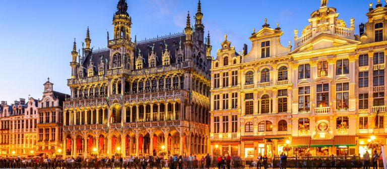 Brussels, Belgium. Wide angle night scene of the Grand Place and Maison du Roi, one of Europe finest historic squares and a must-see sight of Bruxelles._519683941