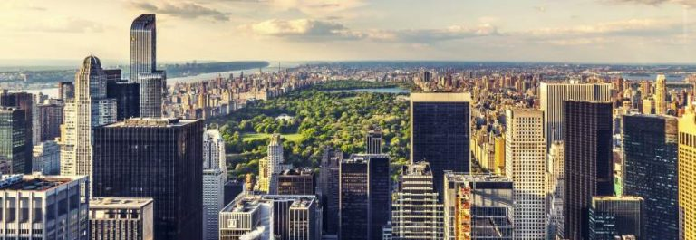 Manhattan-Aerial-View-NYC-iStock_000056761892_900x600