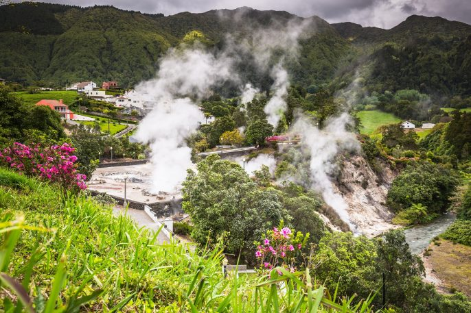 Azoren Hot spring waters in Furnas, Sao Miguel. Azores. Portugal shutterstock_398590402
