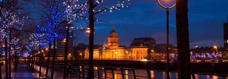 Dublin-Custom-House-at-dusk-surrounded-by-lights