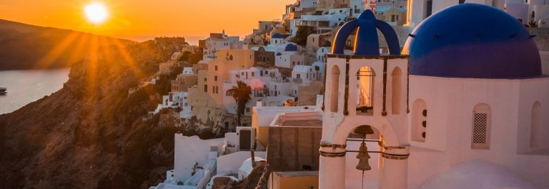 Sunset-in-Oia-Santorin-Greece-shutterstock_541645051