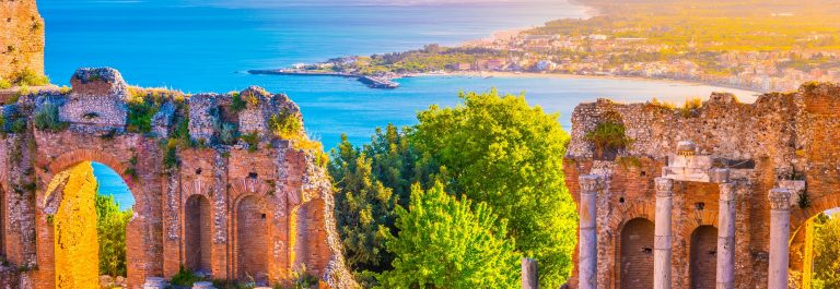 sThe Ruins of Taormina Theater at Sunset. Beautiful travel photo, colorful image of Sicily_ 512983606