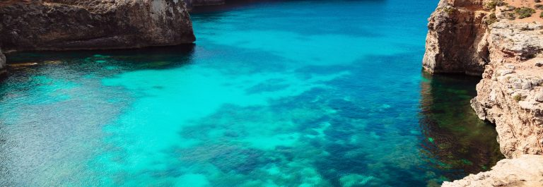 The-Blue-Lagoon-on-Comino-Island-Malta-Gozo._shutterstock_301444703-Copy