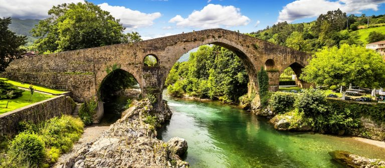 Old-Roman-stone-bridge-in-Cangas-de-Onis-Asturias-Spain_151453073