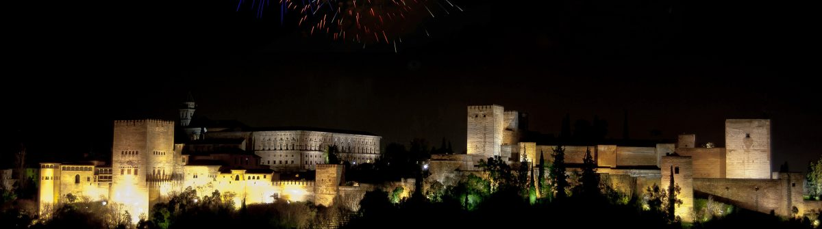 The-Alhambra-at-night-with-fireworks_238250629