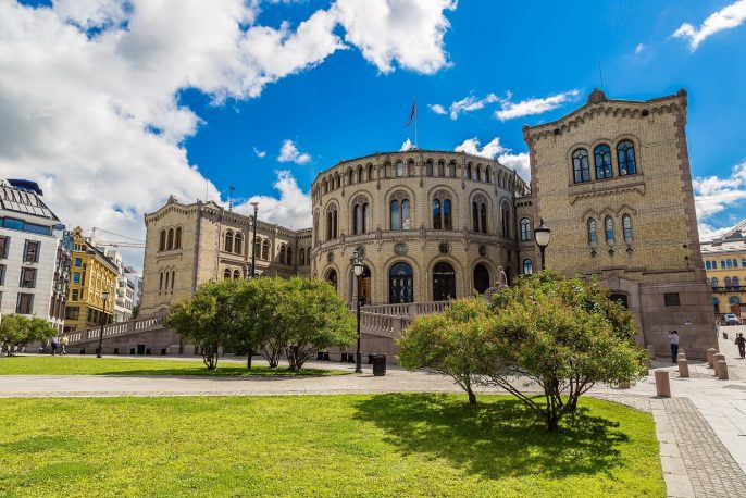 Oslo-parliament-in-Norway-in-Oslo-in-a-summer-day_shutterstock_425893369-Copy