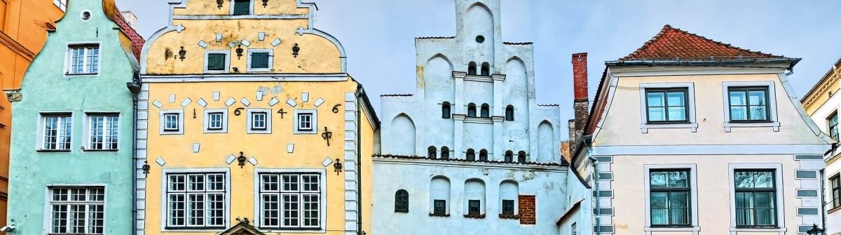 Famous-medieval-buildings-in-old-Riga-city-Latvia_shutterstock_256440031_1290x1280