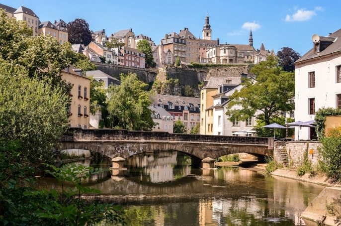 Luxembourg-City-downtown-city-part-Grund-scenic-view-with-a-bridge-across-the-Alzette-river_shutterstock_150268928_900x600