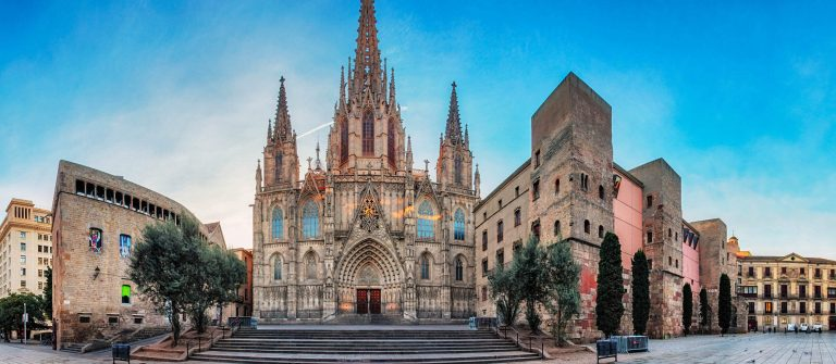 Panorama-of-Barcelona-Cathedral-Spain-Barri-Gothic-iStock_000087783903_Large-2