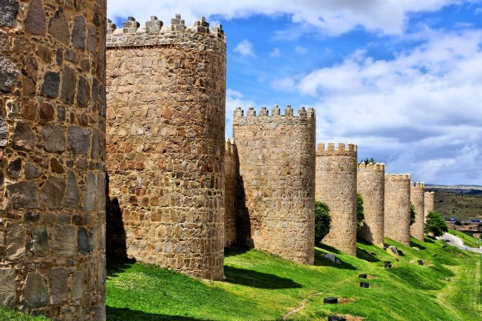 Mighty-medieval-wall-and-towers-surrounding-the-old-town-of-Avila-Spain_401426881-1