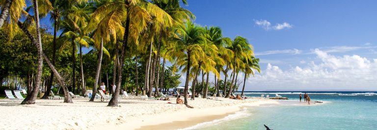 Caribbean-Watersports-Guadeloupe-Carribean-Sea-iStock_000001716787_Large-2
