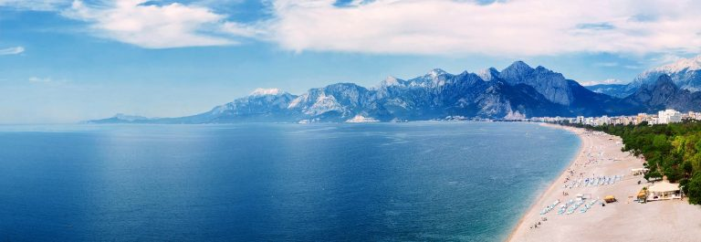 Panoramic-view-of-beach-and-Mediterranean-sea-at-Antalya-Turkey_shutterstock_346109471_pix2000