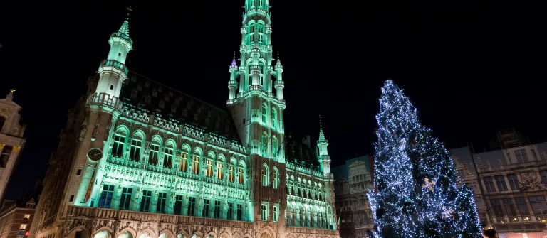 Wide-angle-night-scene-of-the-Grand-Place-the-focal-point-of-Brussels-Belgium._shutterstock_246832237