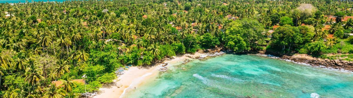Blue-lagoon-View-from-the-Dondra-Lighthouse-Sri-Lanka-iStock_000068521327_Large-2