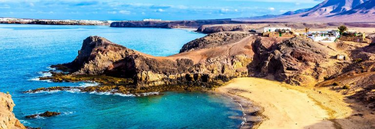Playa-de-Papagayo-Parrots-beach-on-Lanzarote-Canary-islands-iStock_000022056488_Large-2_1920X1280