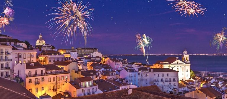Fireworks-above-the-district-Alfama-at-new-years-eve-in-the-portuguese-capital-Lisbon-Assembly_767676589_900x600