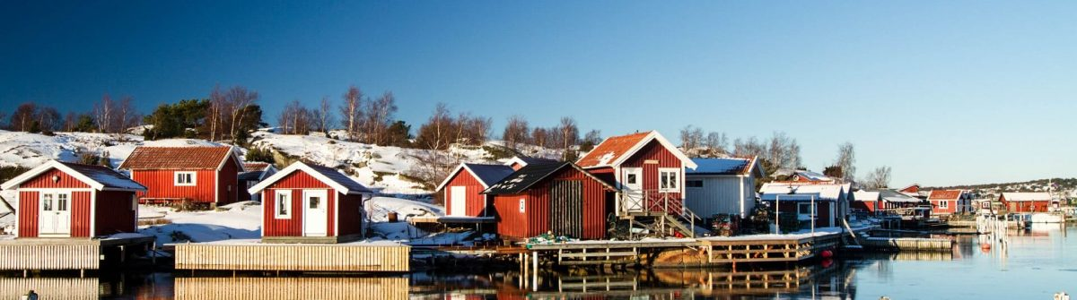 Red-houses-reflecting-in-water-on-Gothenburg-archipelago-iStock_000015101761_Large-2_1920x1280