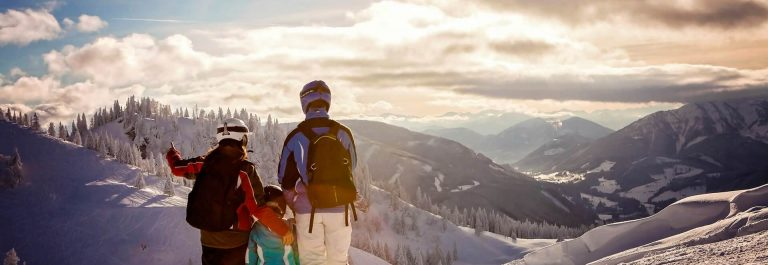 Happy-family-in-winter-clothing-at-the-ski-resort-iStock_73558605_XLARGE-2