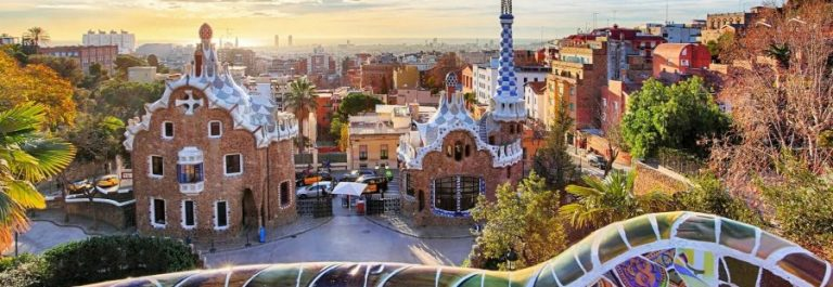 barcelona_gaudi_panorama_iS-511515106