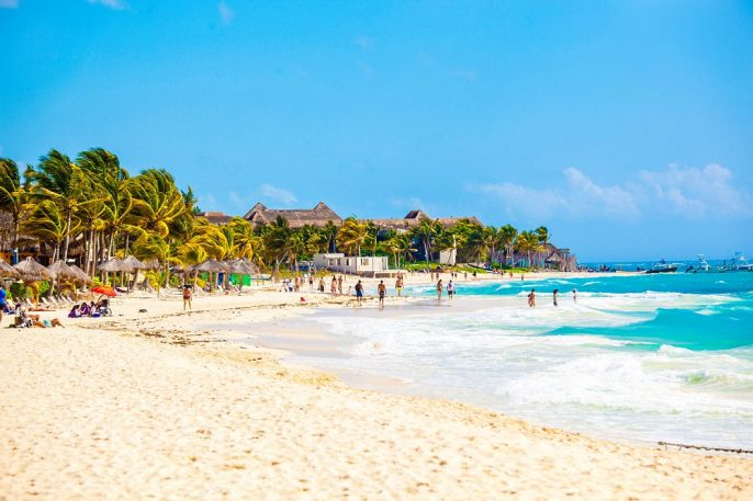 Vacationers-on-Playa-Del-Carmen-Beach-Riviera-Maya-Yucatan-Mexico-iStock_000051782848_small