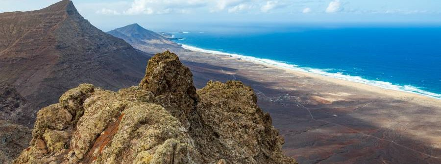 Panorama-of-a-beautiful-seascape-from-the-highest-point-of-the-Fuerteventura-island-Pico-de-Zarza_shutterstock_1121105768_900x600