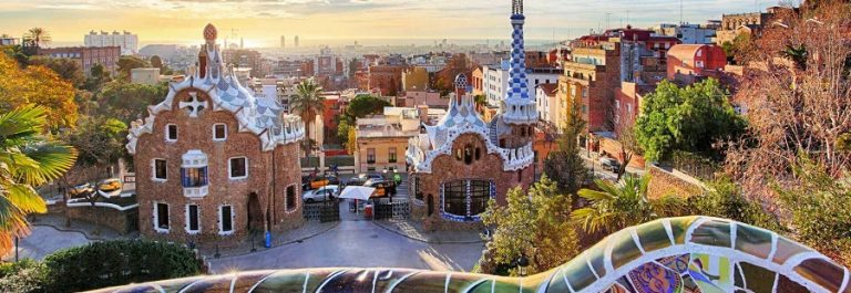 barcelona_gaudi_panorama_iS-511515106_900x600