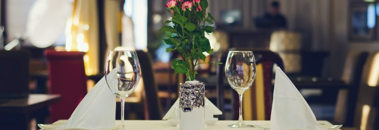 2glasses_romantic_restaurant